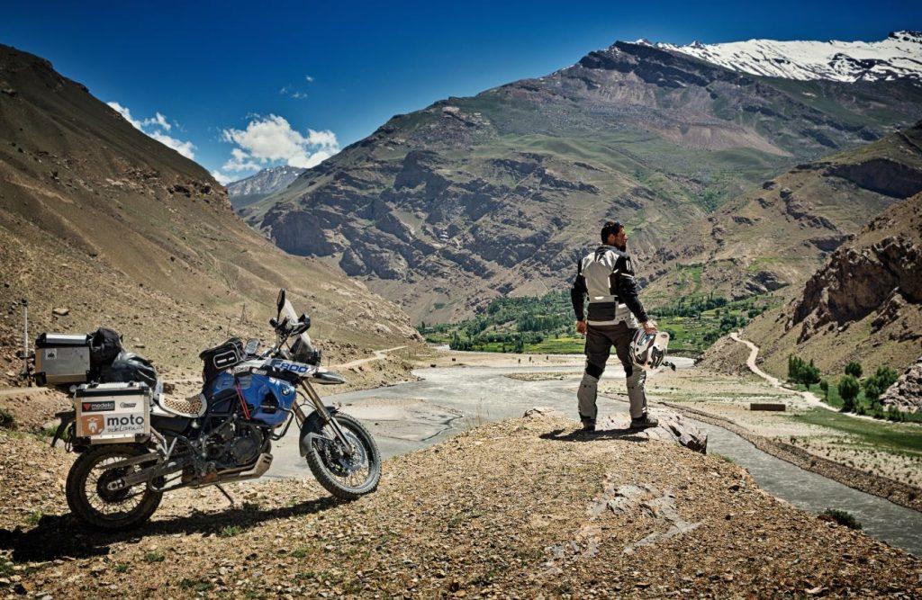 Wer sich für Allwetter Motorradkleidung interessiert, möchte vor Wind, Wetter und großer Hitze geschützt sein.