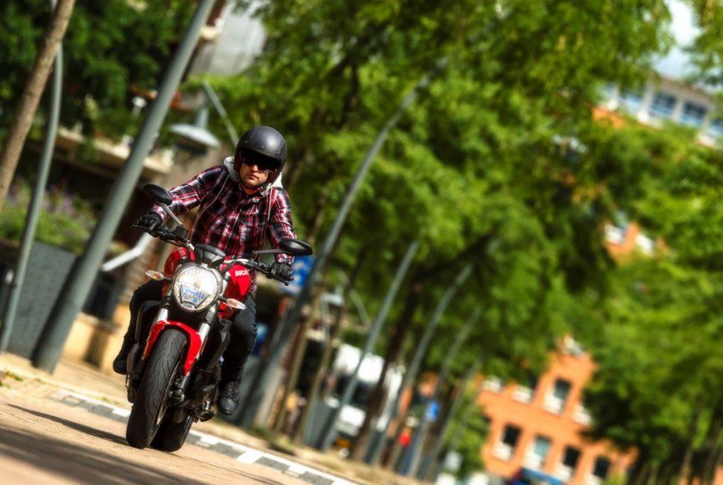 Motorradfahren an Wochenenden