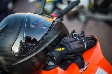 Motorradhelm schwarz